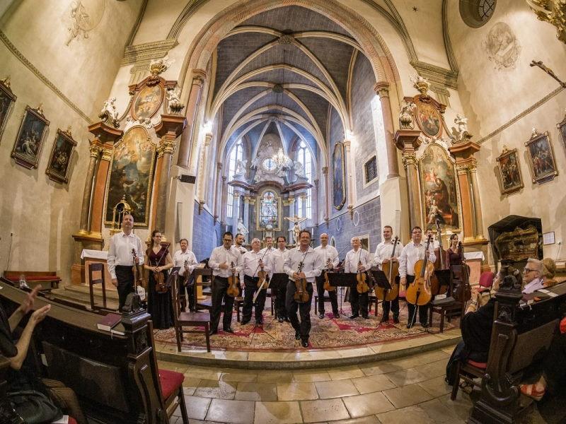 A Liszt Ferenc Kamarazenekar életteli játéka